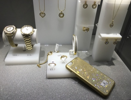 Diamond jewellery, Swarovski's blink blink iPhone case, watch can also be purchased in the dedicated store. Me? We shall find peace, we shall hear angels, we shall see the sky sparkling with diamonds - Anton Chekhov