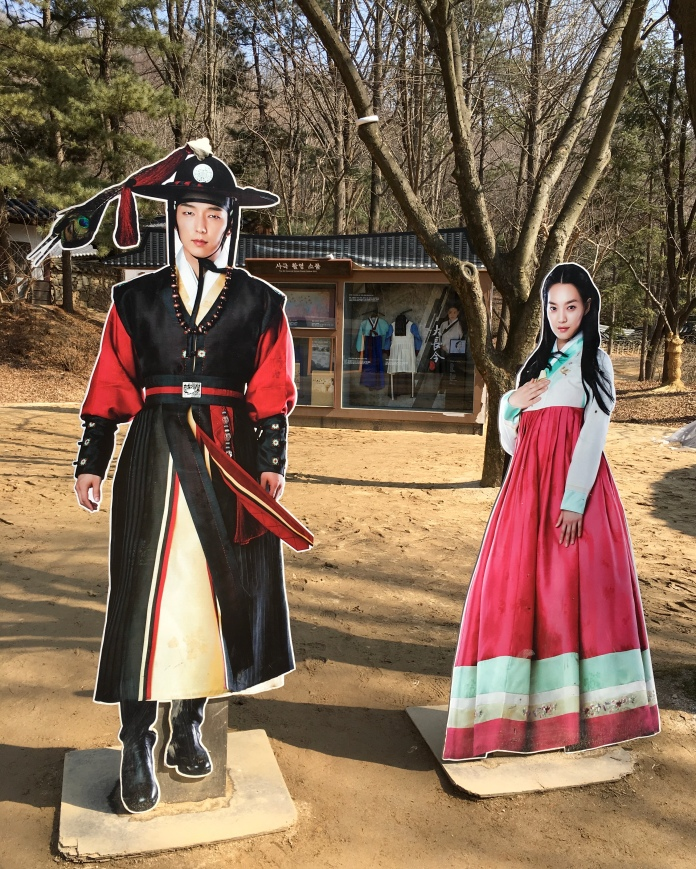 Korean Folk Village is used to film many K-dramas so they have lots of boards like this in the area. Some of the shows have been filmed in this village and there's an area dedicated to these shows. You can see some billboards for these shows with some of your favorite actors and actresses