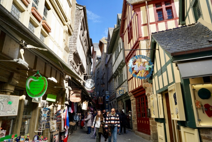 The structure of town represents the feudal society in the Middle Ages