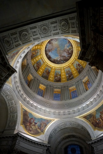 I lift my head towards the magnificent ceiling! A circular painting by Charles de la Fosse (1692). The scene depicts the Glory of Paradise, with Saint-Louis presenting his sword to Christ. It's center under a grand dome which glitters 26 pounds of thinly pounded gold leaf