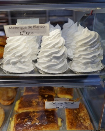 Wide selections of pastries, tarts and cakes are available within this cafe